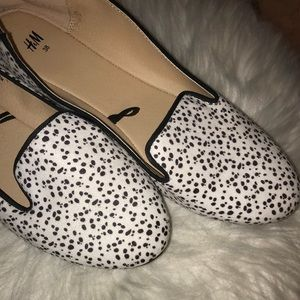 (Never Worn!) H&M Printed Flats